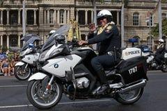 Le för polisen Arkivbild