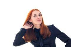 Le för rödhårig mankvinna och rörande hand till hår Royaltyfri Foto