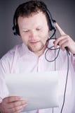le för service för operatör för kundhörlurar med mikrofon male Fotografering för Bildbyråer