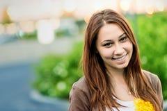 Le för tonåring som är lyckligt fotografering för bildbyråer