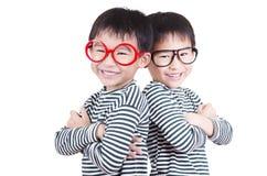 Le för två broder Fotografering för Bildbyråer