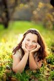 Le för ung flicka Royaltyfri Bild