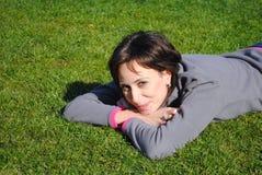 Le för ung kvinna royaltyfria foton
