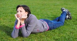 Le för ung kvinna fotografering för bildbyråer