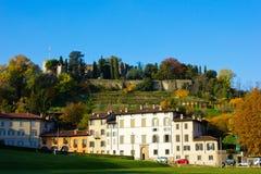Le Fara et le Rocca, Bergame, Italie Photographie stock libre de droits