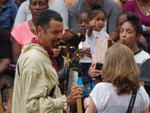 Le fauconnier médiéval 23 du festival 2016 Photographie stock libre de droits