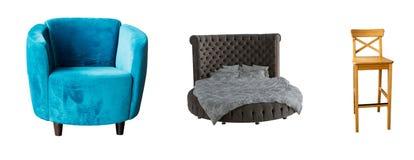 Le fauteuil réglé de meubles, lit, chaise en bois sur le blanc a isolé le fond Image libre de droits