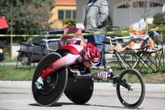 Le fauteuil roulant et les coureurs de Handcycle ont participé au Th Photo stock
