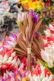 Le faux en plastique fleurit les fleurs colorées Image libre de droits