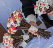 Le faux en plastique fleurit les fleurs colorées Images libres de droits