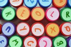 Le favori a coloré des timbres d'alphabet pour des enfants pendant le temps gratuit Photo libre de droits