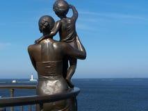 Le femme avec l'enfant. Photo libre de droits