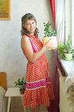 Le femme avec une fleur Images libres de droits