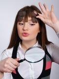 Le femme avec une loupe dans une main Photos stock
