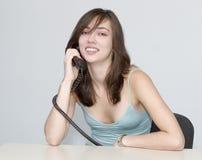 Le femme. Conversation téléphonique. Photo libre de droits