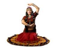 Le femme s'asseyent dans le costume indien traditionnel images libres de droits