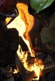Le fer se renversent - le moulage sur l'incendie Images stock