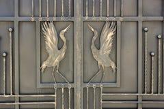 Le fer travaillé ornemente les portes et la barrière Photographie stock