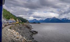 Le ferrovie dell'Alaska si preparano in viaggio a Whittier fotografia stock