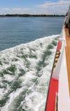 Le ferry-boat a également appelé Vaporetto dans de langue italienne pendant photos libres de droits