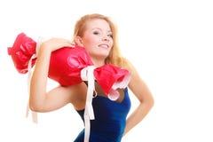 Le feste amano il concetto di felicità - ragazza con il regalo rosso Immagine Stock
