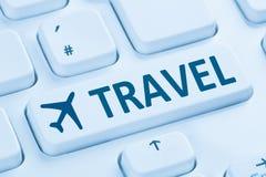 Le feste di volo di prenotazione vacation Internet online del negozio di viaggio blu fotografia stock libera da diritti