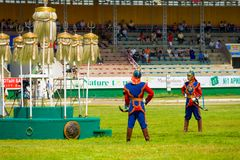 Le festival de Naadam garde le stade blanc de neuf bannières Image stock