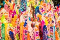 Le festival de Songkran introduit le drapeau et le sable annuels dans le temple pendant le festival de Songkran en Thaïlande du n photo stock