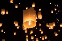 Le festival et le feu de Yeepeng fonctionnent dans le chiangmai, Thaïlande Photographie stock