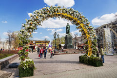 Le festival Pâques à Moscou, la décoration de la place de Pushkin Photo libre de droits