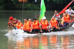 Le festival traditionnel chinois, Dragon Boat Festival que le bateau de dragon gagnera souligne Photo libre de droits