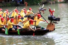 Le festival traditionnel chinois, Dragon Boat Festival que le bateau de dragon gagnera souligne Photographie stock libre de droits