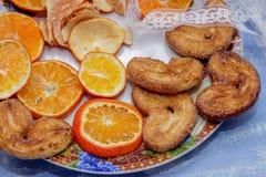 Le fette del mandarino, biscotti, cuori, arco 2 del pizzo Immagine Stock Libera da Diritti
