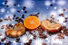 Le fette del mandarino, biscotti, cuori, arco 27 del pizzo Immagine Stock Libera da Diritti