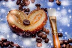 Le fette del mandarino, biscotti, cuori, arco 31 del pizzo Fotografie Stock