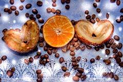 Le fette del mandarino, biscotti, cuori, arco 33 del pizzo Immagini Stock Libere da Diritti