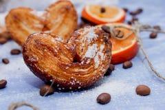 Le fette del mandarino, biscotti, cuori, pizzo bow4 Immagine Stock Libera da Diritti