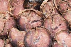 Le fette del taglio di salsiccia del cavallo fatto di carne squisitezza fotografie stock libere da diritti