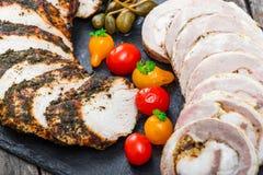 Le fette di filetto casalingo del polpettone, del vitello e di carne di maiale hanno farcito i wi Fotografie Stock