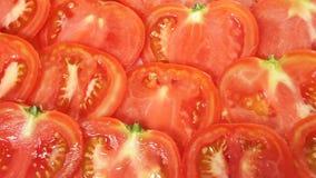 Le fette rosse giranti in senso orario del pomodoro archivi video