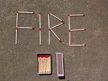 Le feu assortit l'écriture et la boîte d'allumettes Photo stock