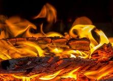 Le feu, bois de chauffage, cheminée, lumière, la chaleur, cheminée, fourneau, étincelles, air, nuit Photos stock