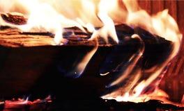Le feu, bois et ouvre une session le feu, flammes pourpres oranges en four photographie stock