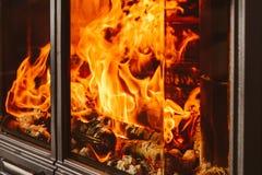 Le feu brûlant en cheminée Photo stock