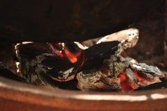 Le feu chauffe le chaudron Photographie stock libre de droits
