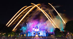 Le feu d'artifice célèbre d'étoiles de Hong Kong Disneyland Image libre de droits