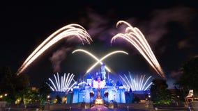 Le feu d'artifice célèbre d'étoiles de Hong Kong Disneyland Photographie stock
