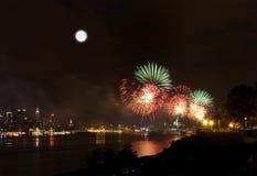 Le feu d'artifice du 4 juillet au-dessus de Hudson River photo stock