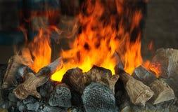 Le feu d'une cheminée photographie stock