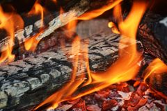 Le feu dans l'action, flammes en four, fond abstrait de flammes Photos libres de droits